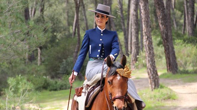 c13e0238fe12 Traje de amazona para Rocío y Feria: Roberto Garrudo y Sandra García