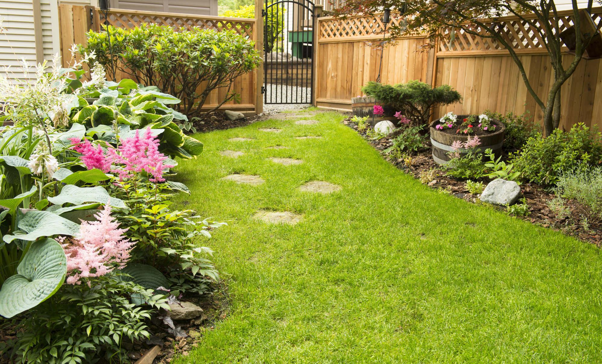 Paisajistas de sevilla y decoraci n de exteriores para su for Jardines pequenos para exteriores