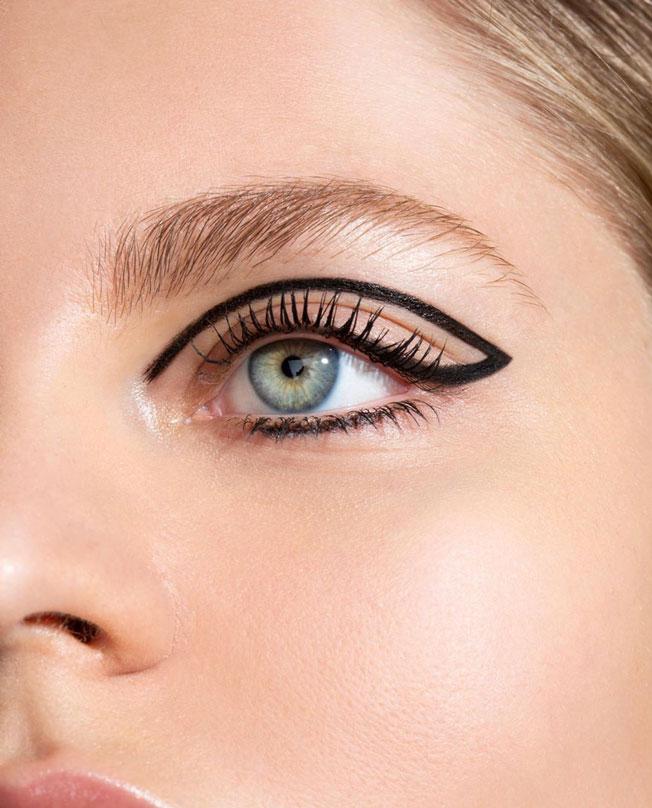 Tendencias de maquillaje 2020: delineado flotante