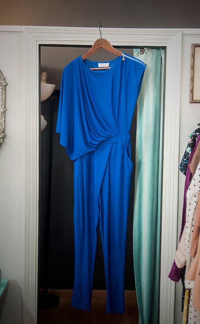 Mono asimétrico de punto de seda azulina de la firma Mia Donna