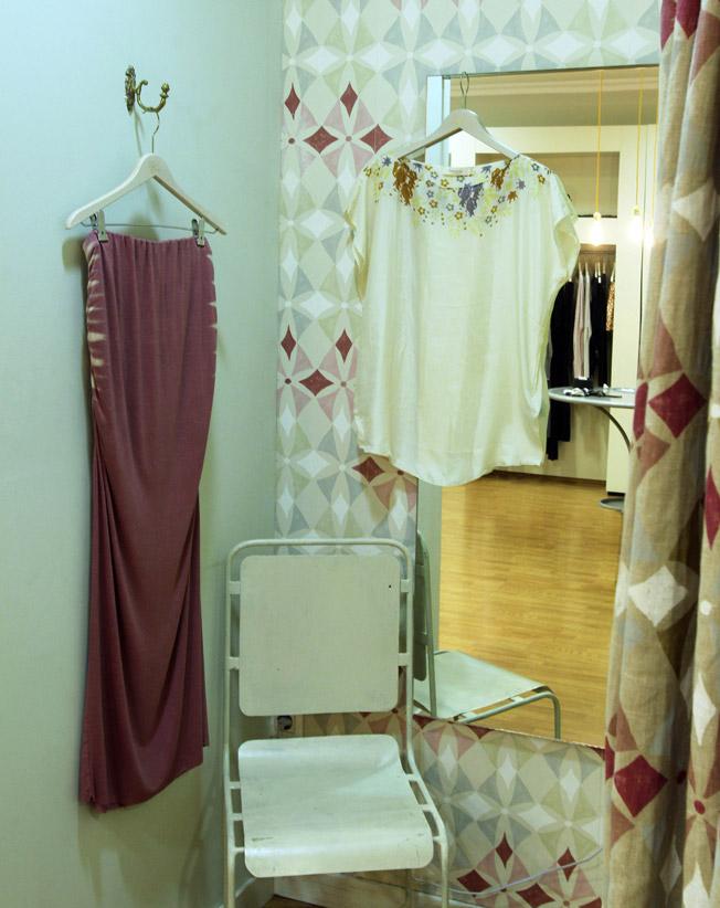 Falda larga de punto de algodón y top de seda de Rabens Saloner
