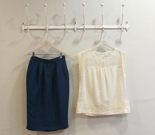 Falda lápiz de hilo y top de algodón con jaretas de Pomandere