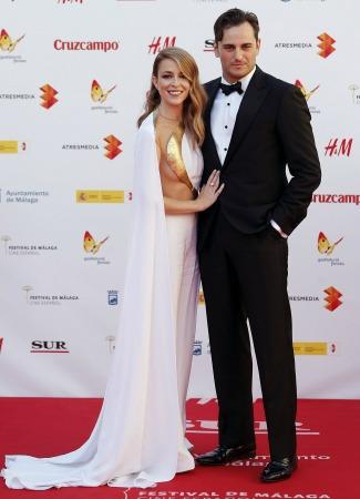 Asier Etxeandía y Silvia Abascal, presentadores de la gala inaugural. EFE