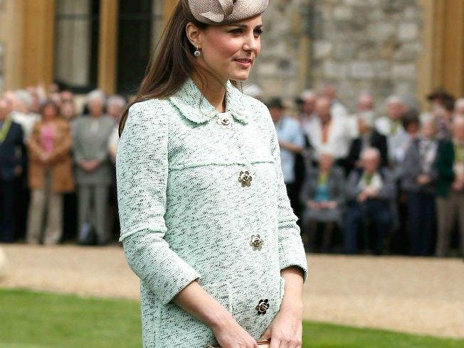 Los abrigos en tonos pastel son la prenda favorita premamá de Catalina de Cambridge
