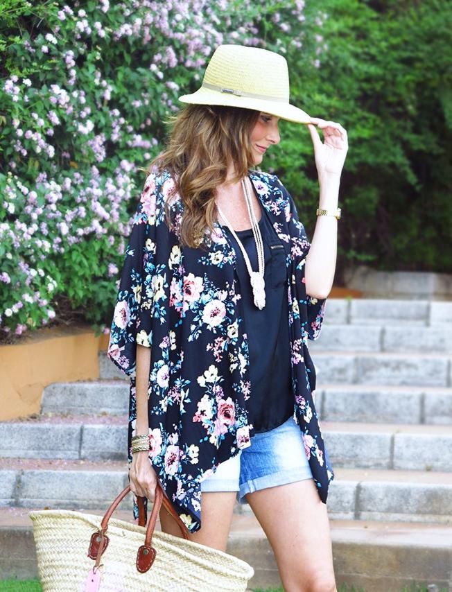 Con paso chic y el kimono floral