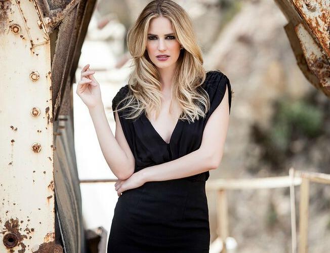 Alquiler económico de vestidos y complementos en Rental Mode. Couche Photo