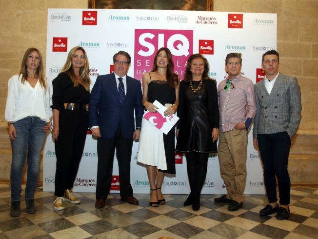 Raquel Revuelta, Gregorio Serrano y algunos de los diseñadores. Raúl Doblado