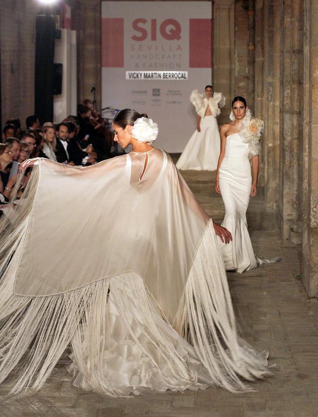 Diseños para novia de Vicky Martín Berrocal. Los flecos han sido una de las claves. Raúl Doblado.