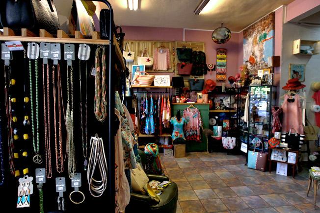 Moda y accesorios en un ambiente decorado con aires rústico y actual