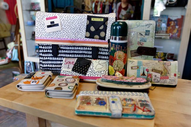 Bolso maletín, carteras y billeteras de la marca Disaster