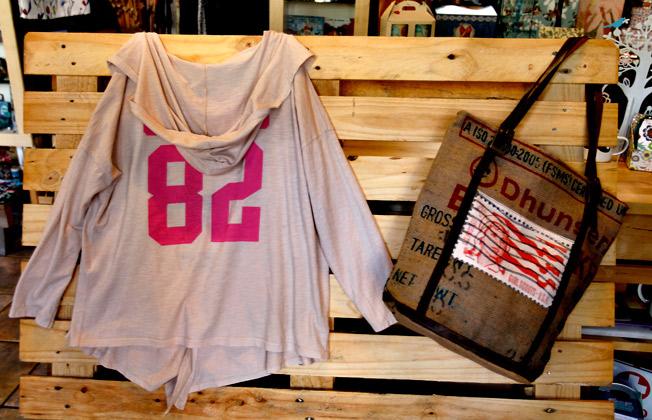 Sudadera con capucha de I Love Wanda combinada con bolso reciclado