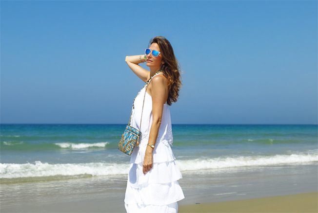 Look total white en la playa