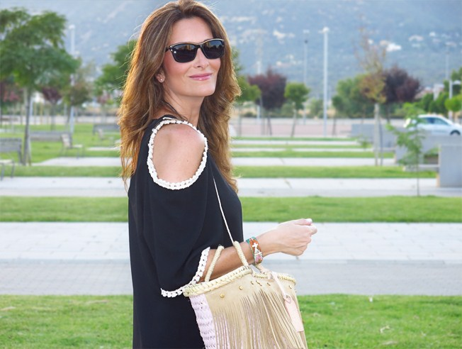 Clara de Con paso chic y su little black dress