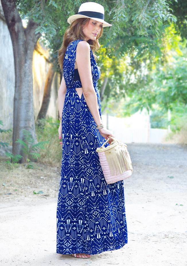 Clara de Con paso chic presenta su prenda estrella del verano, el vestido largo