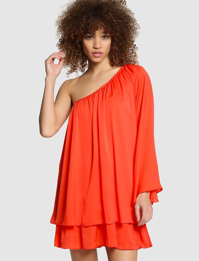 Este vestido de Green Coast asimétrico rojo es ideal para una boda no muy formal, por 39,95 euros. Más información