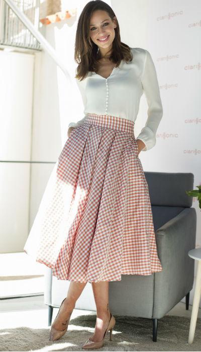 Eva González con falda de cuadros Vichy. Ignacio Gil
