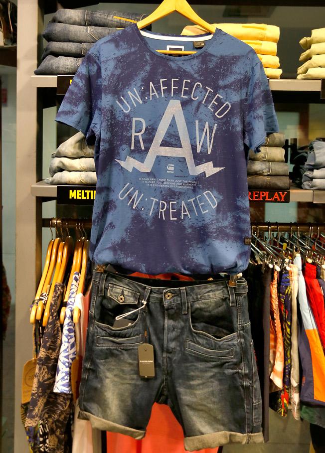 Camiseta estampada con cuello redondo y jeans cortos de G-Star