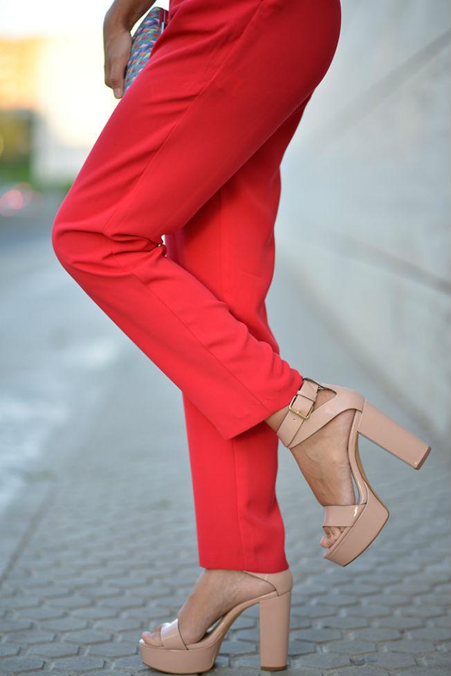 Sandalias de tacón ancho de Zara en nude
