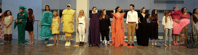 Algunos de los trabajos que desfilaron ayer en MOVE Moda Sevilla. V. GÓMEZ
