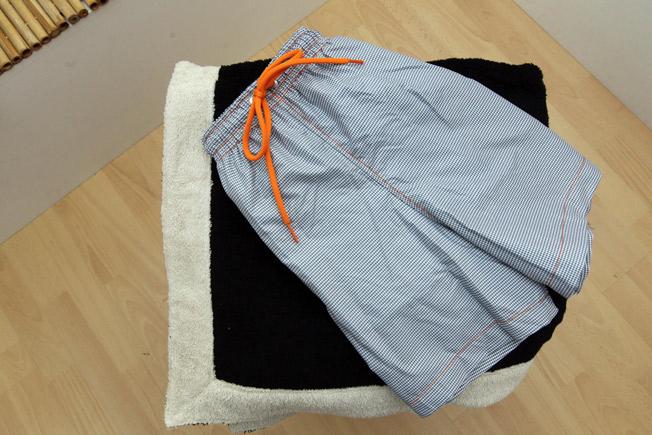 Boxer de hombre vicky gris con bolsillos laterales y trasero, y toalla de algodón