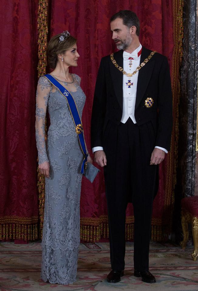 Doña Letizia y Don Felipe en la cena de gala en honor del presidente de Colombia. Ángel de Antonio.