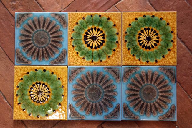 Piezas artesanales de cerámica de colores