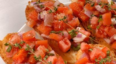 Tosta de tomate y cebolla