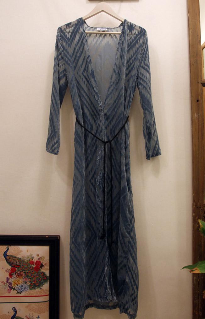 Kimono maxi cruzado celeste de Ganni