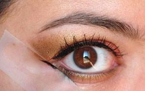 Truco de maquillaje: celo para la sombra de ojos y el eyeliner