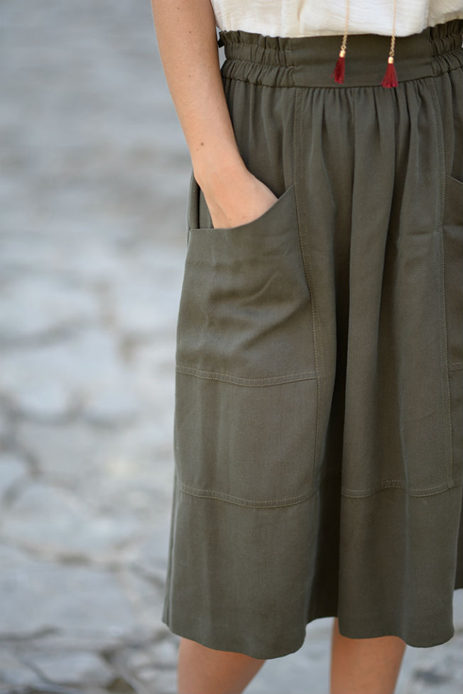 Mi aventura con la moda muestra look con falda midi de vuelo