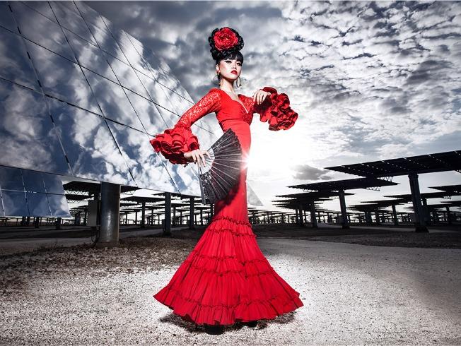 Jessica Minh Anh con diseño flamenco de Pilar Vera en la promoción del desfile en Gemasolar