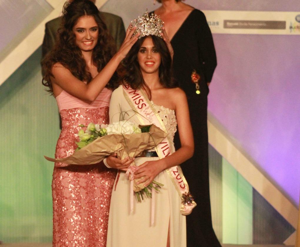 Rocío García corona a Miss World Sevilla 2015, Fabiola Márquez. Rocío Ruz