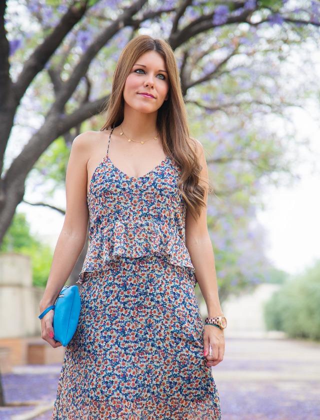 ¿Tienes ya un vestido largo y bohemio de estampado de miniflores?