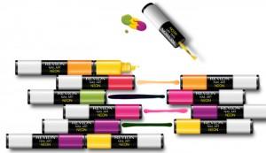 Trucos de maquillaje: pintauñas neón con esmalte blanco