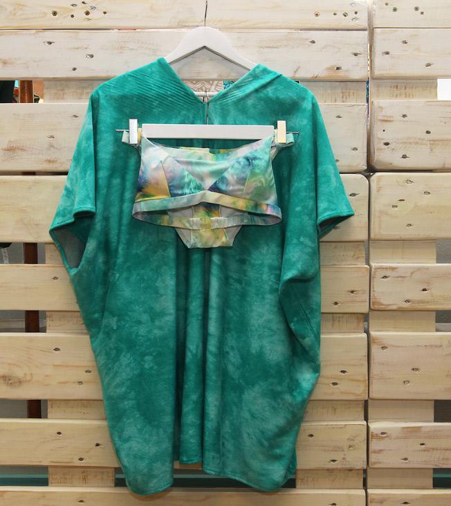 Biquini sporty Galaxia y kimono con impresión al batik verde