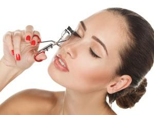 Truco de maquillaje- saca partido al rizador de pestañas