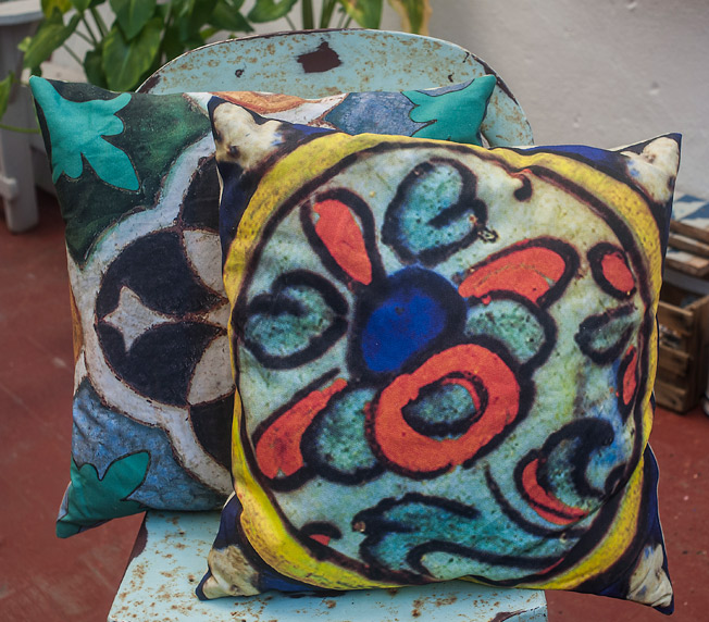 Cojines con diseño 'arty' multicolor de inspiración floral