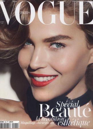 Arizona Muse en la portada de Vogue Paris con cejas gruesas