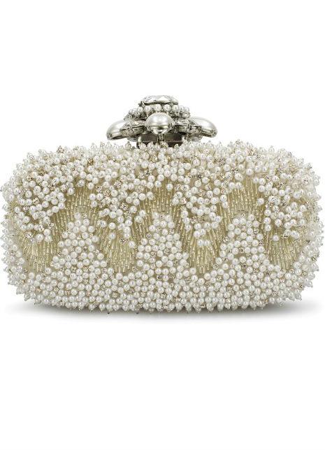 Clutch de Oscar de la Renta con perlas y cristales