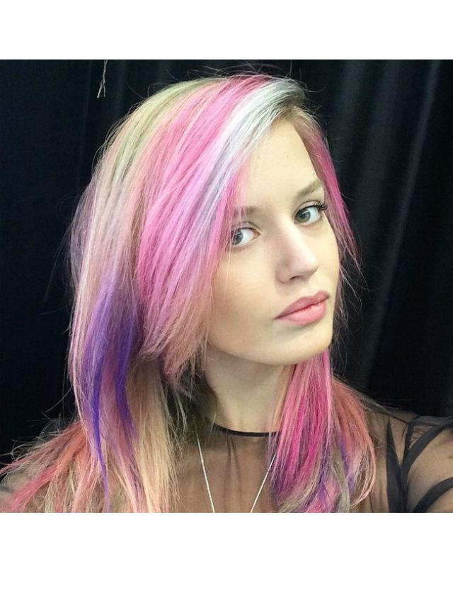 La modelo Georgia May Jagger es una de las famosas que se ha apuntado al pelo arcoiris. Instagram