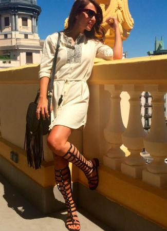 Tendencia de sandalias romanas altas