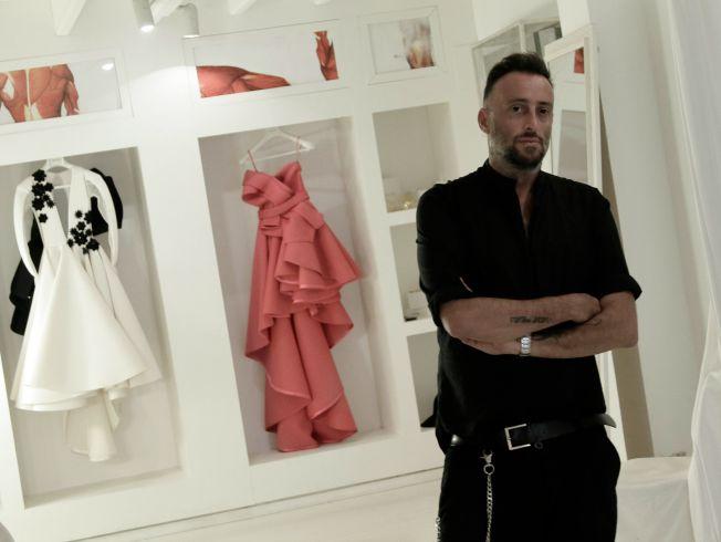Roberto Diz en su taller en Sevilla. Juan Flores