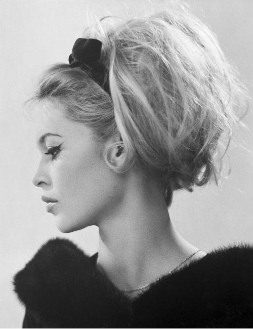 Brigitte Bardot con lazo. Archivo