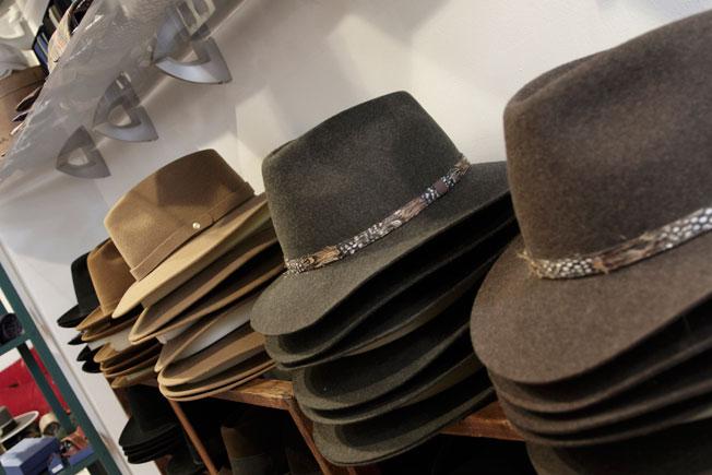 ... Exclusivos sombreros de invierno de la firma Fernández y Roche c71cec87ec8
