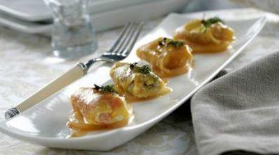 Pasta wonton rellena de queso
