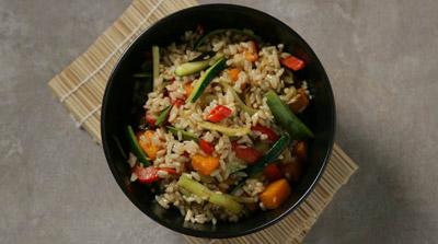 Salteado de arroz integral con calabaza y berenjena