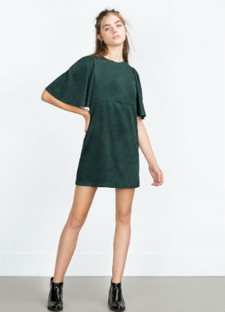 Vestido de antelina verde de Zara