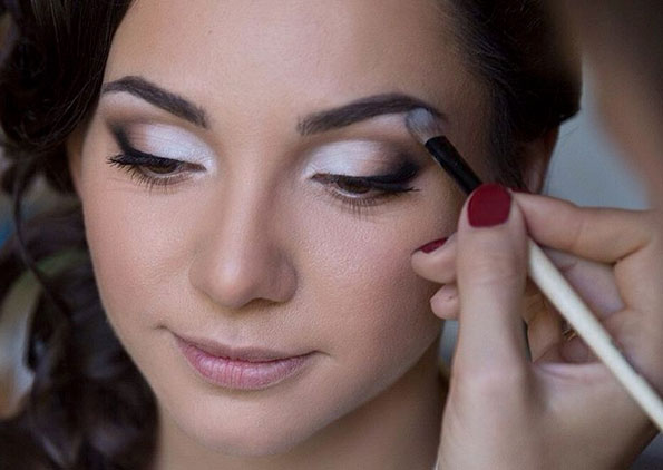 Diez formas diferentes de maquillaje para ojos bulevar sur for Pintarse los ojos facil