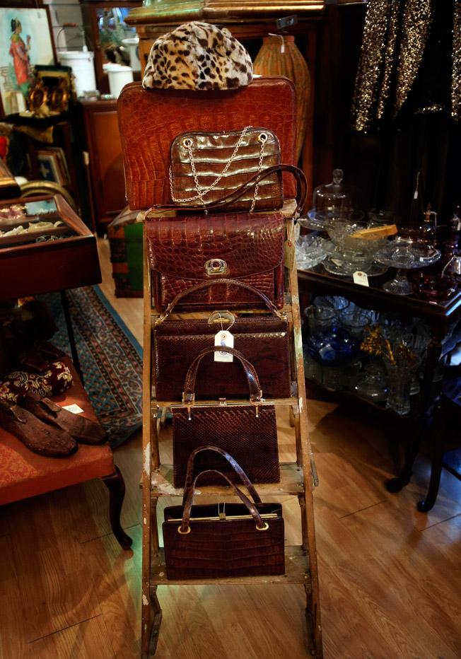 Bolsos de cocodrilo, serpiente y caimán, piezas en piel de los años 60 y 70