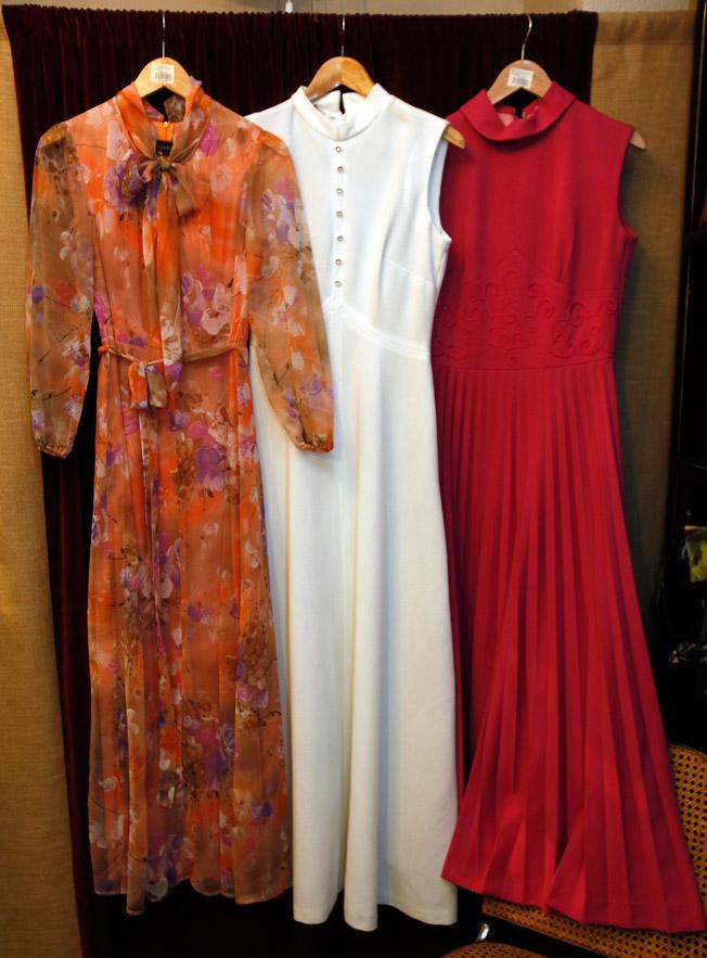 Vestidos de los años 60 y 70 de gasa y crepé, con estampado floral y en colores lisos